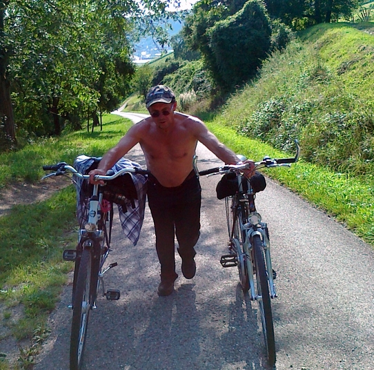 blog-die-fahrrader-den-berg-hoch-schieben.jpg